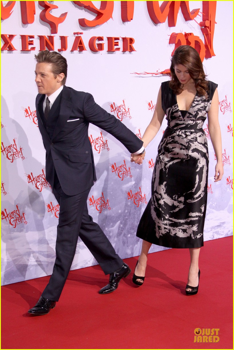 jeremy renner gemma arterton hansel gretel berlin premiere 05