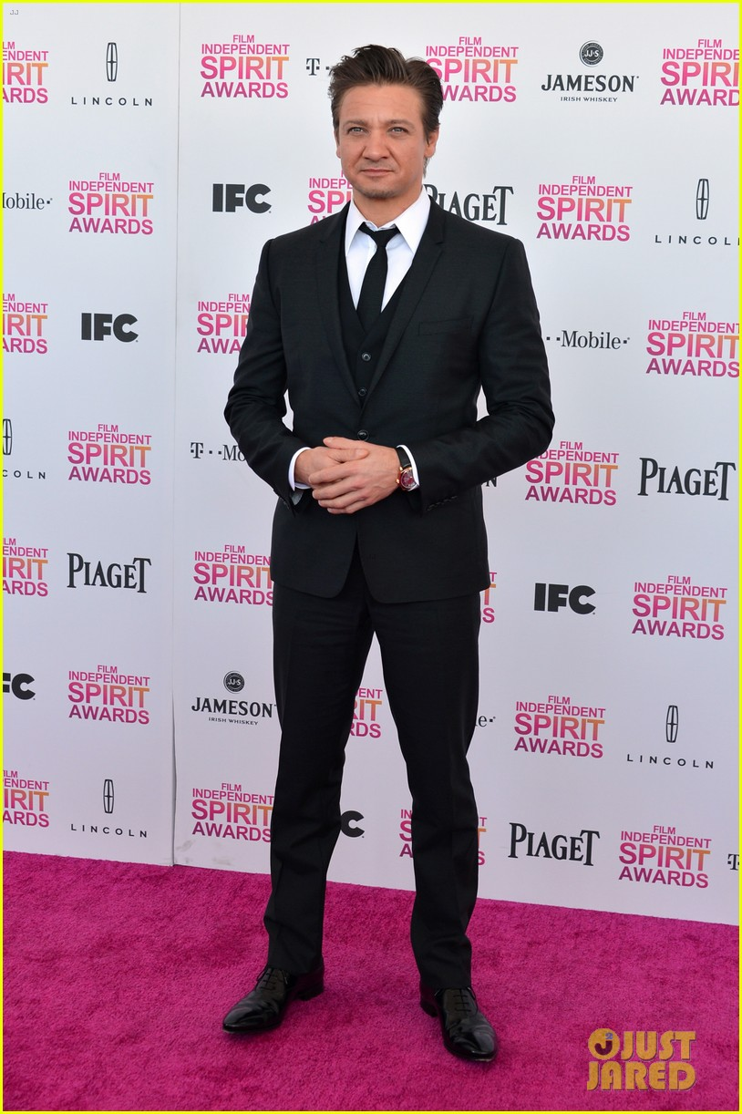 jeremy renner daniel radcliffe independent spirit awards 2013 05