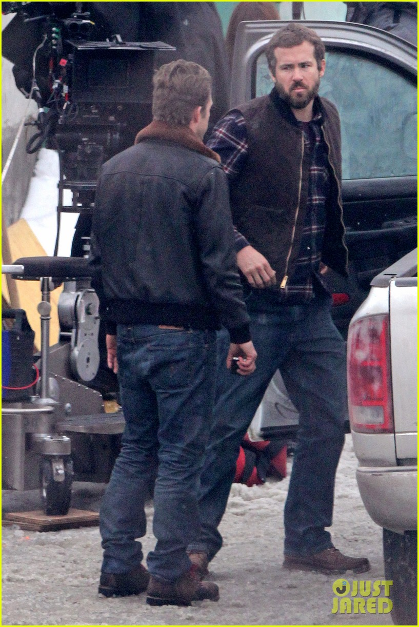 ryan reynolds punches scott speedman on queen of the night set 032811424