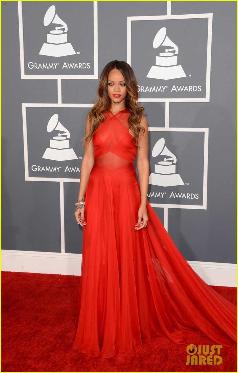 rihanna grammys 2013 red carpet 01