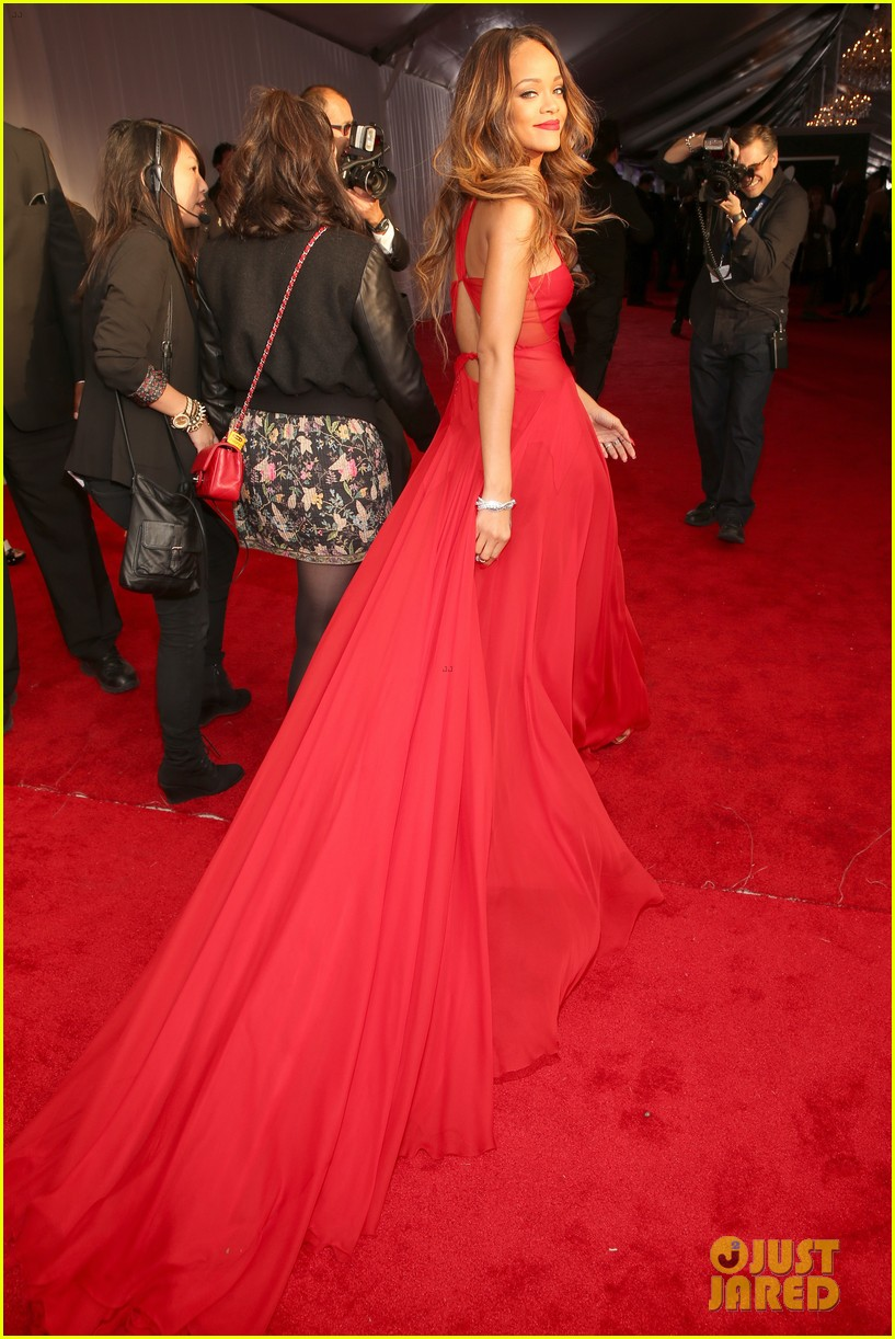 rihanna grammys 2013 red carpet 20