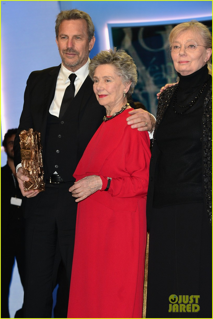 emmanuelle riva lands for oscars after cesar awards win 032818141