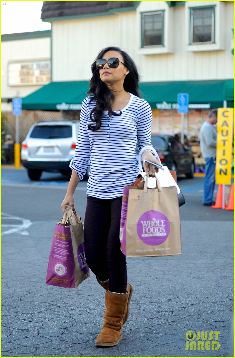 naya rivera steps out after huge santana event on glee 04