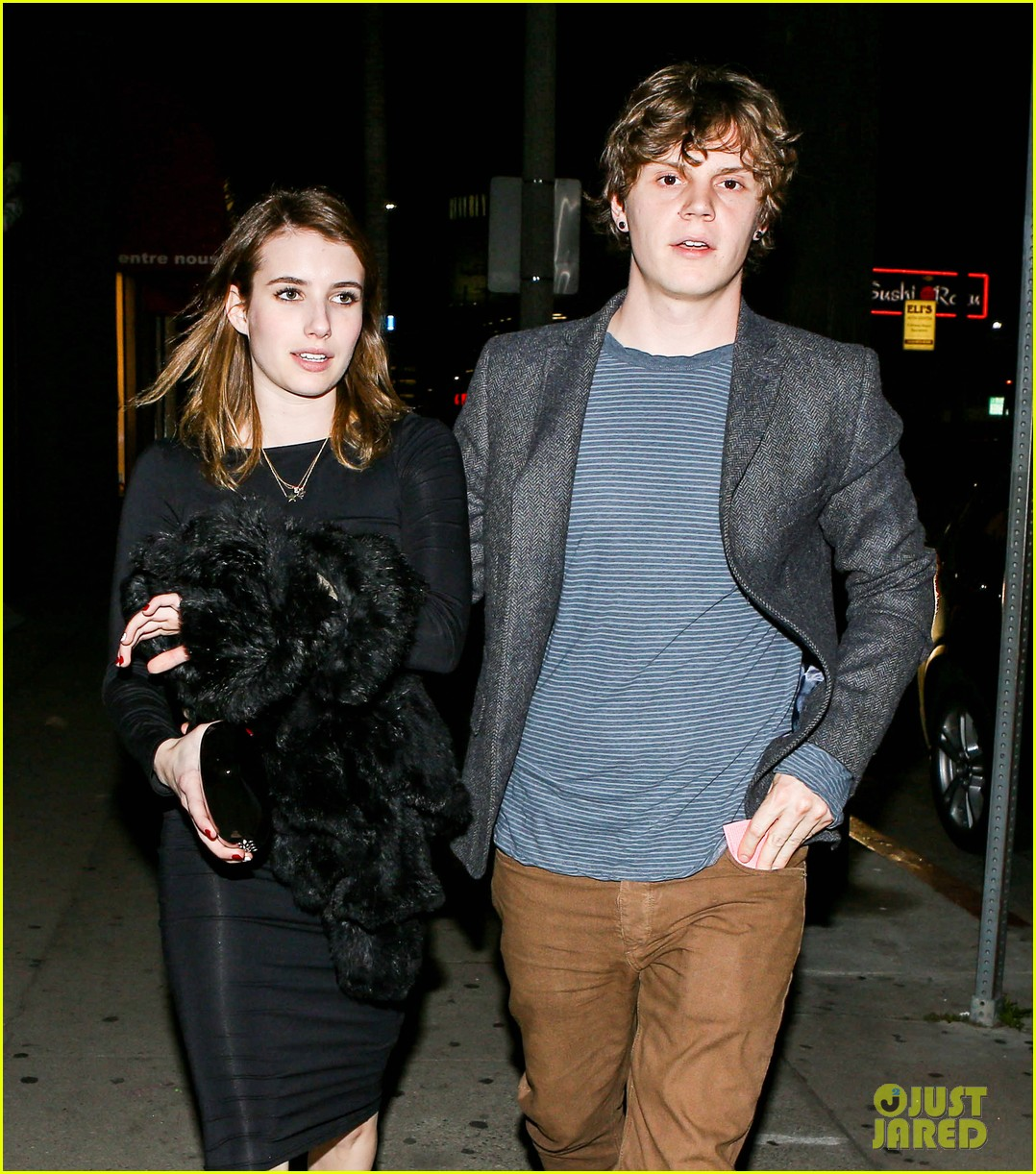 emma roberts evan peters valentines day date 02