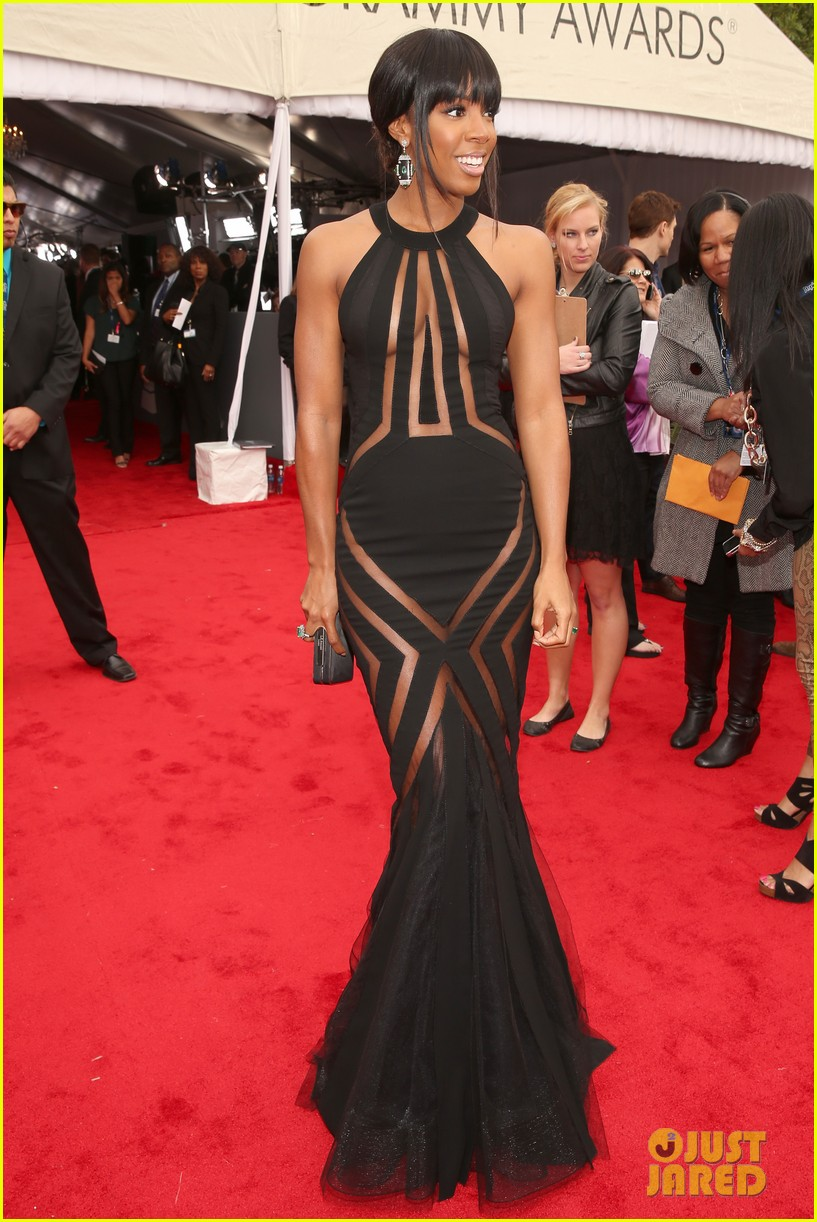 kelly rowland grammy awards 2013 red carpet 03