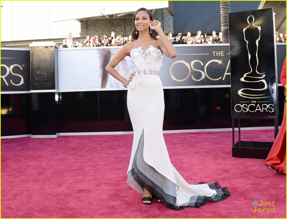 zoe saldana oscars 2013 red carpet 032819009