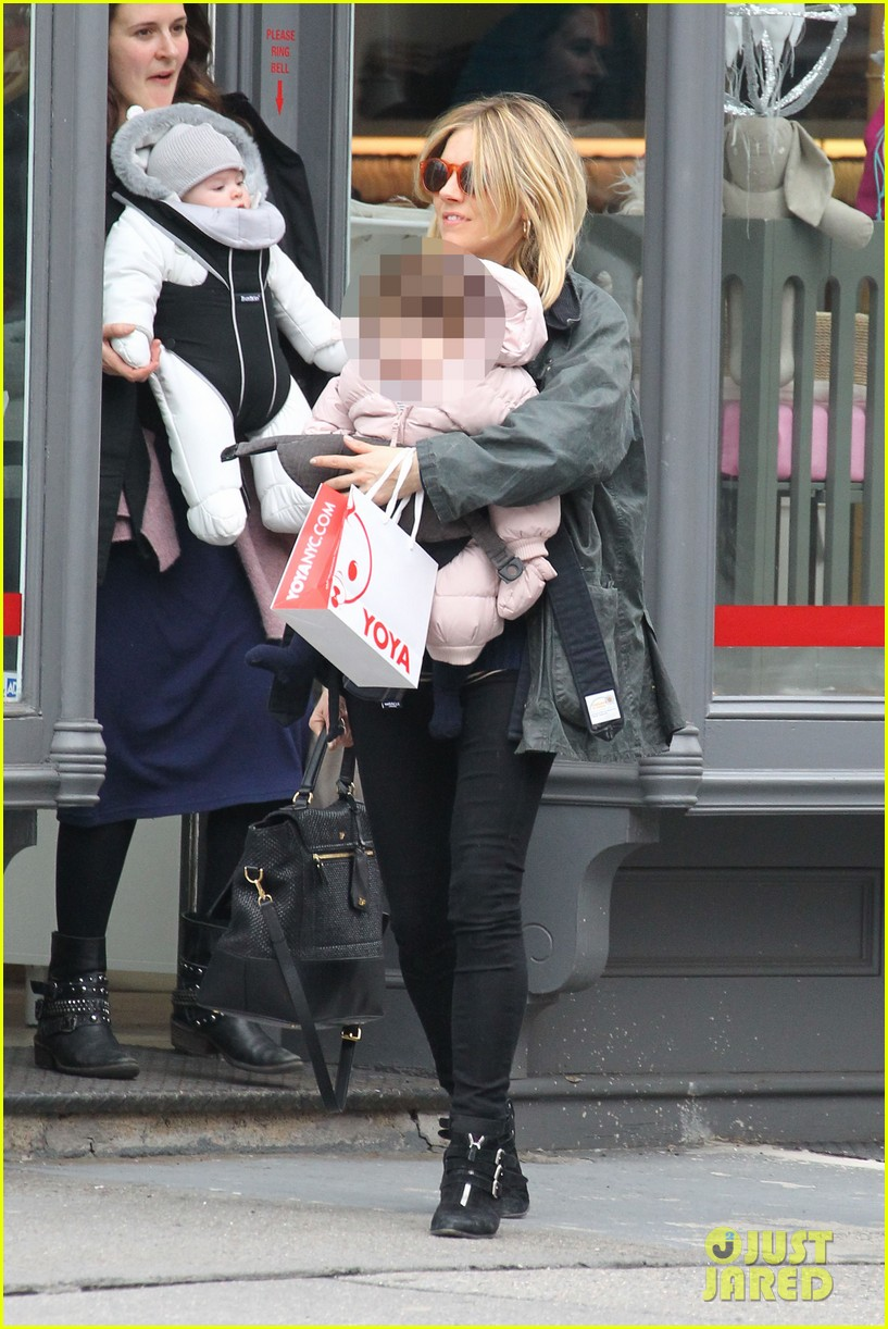 sienna miller west village shopping with robin wright 05