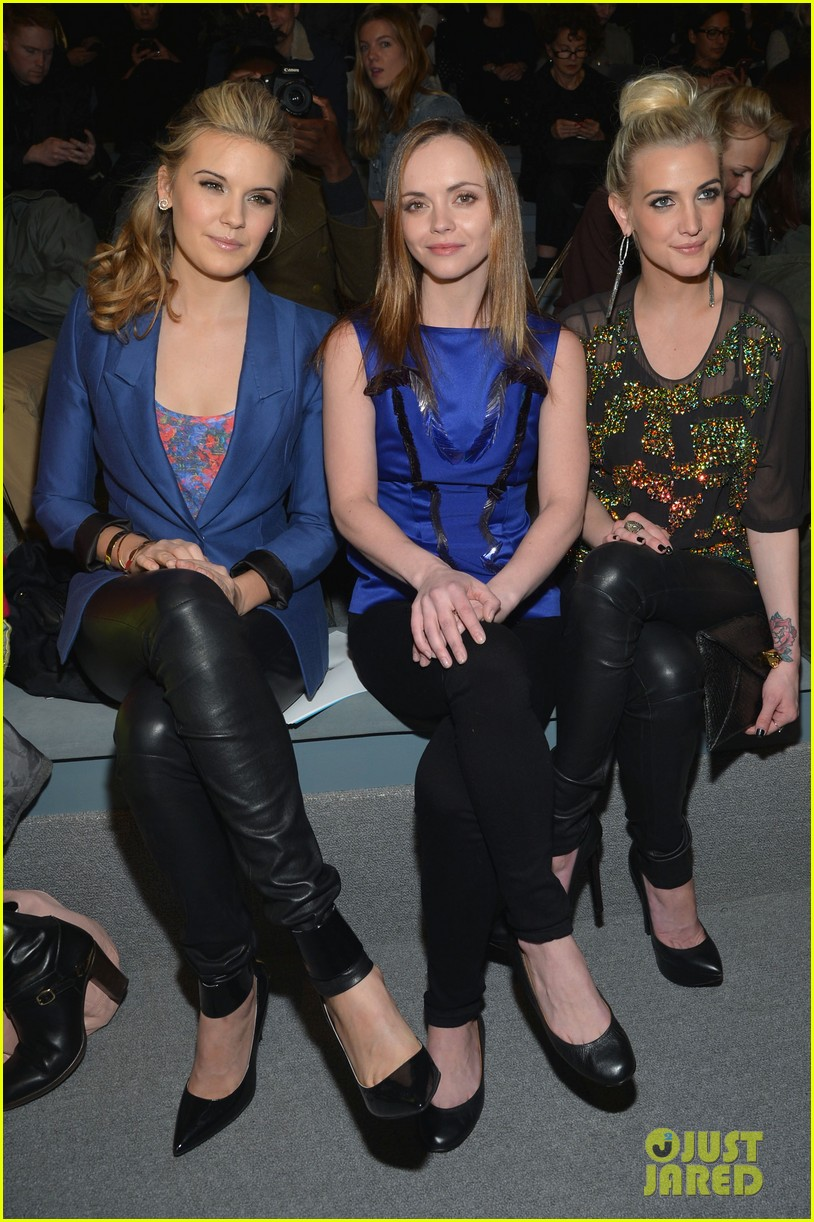 ashlee simpson christina ricci richard chai fashion show 10