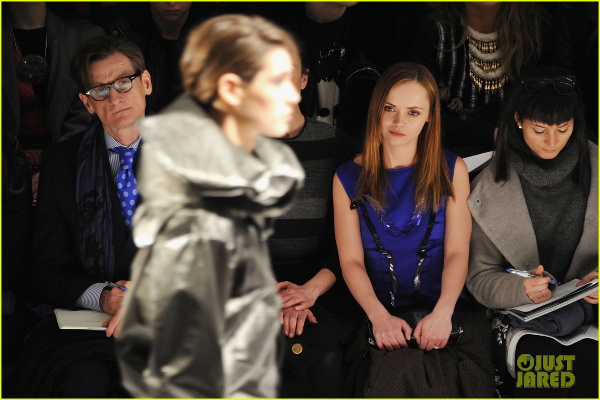 ashlee simpson christina ricci richard chai fashion show 18