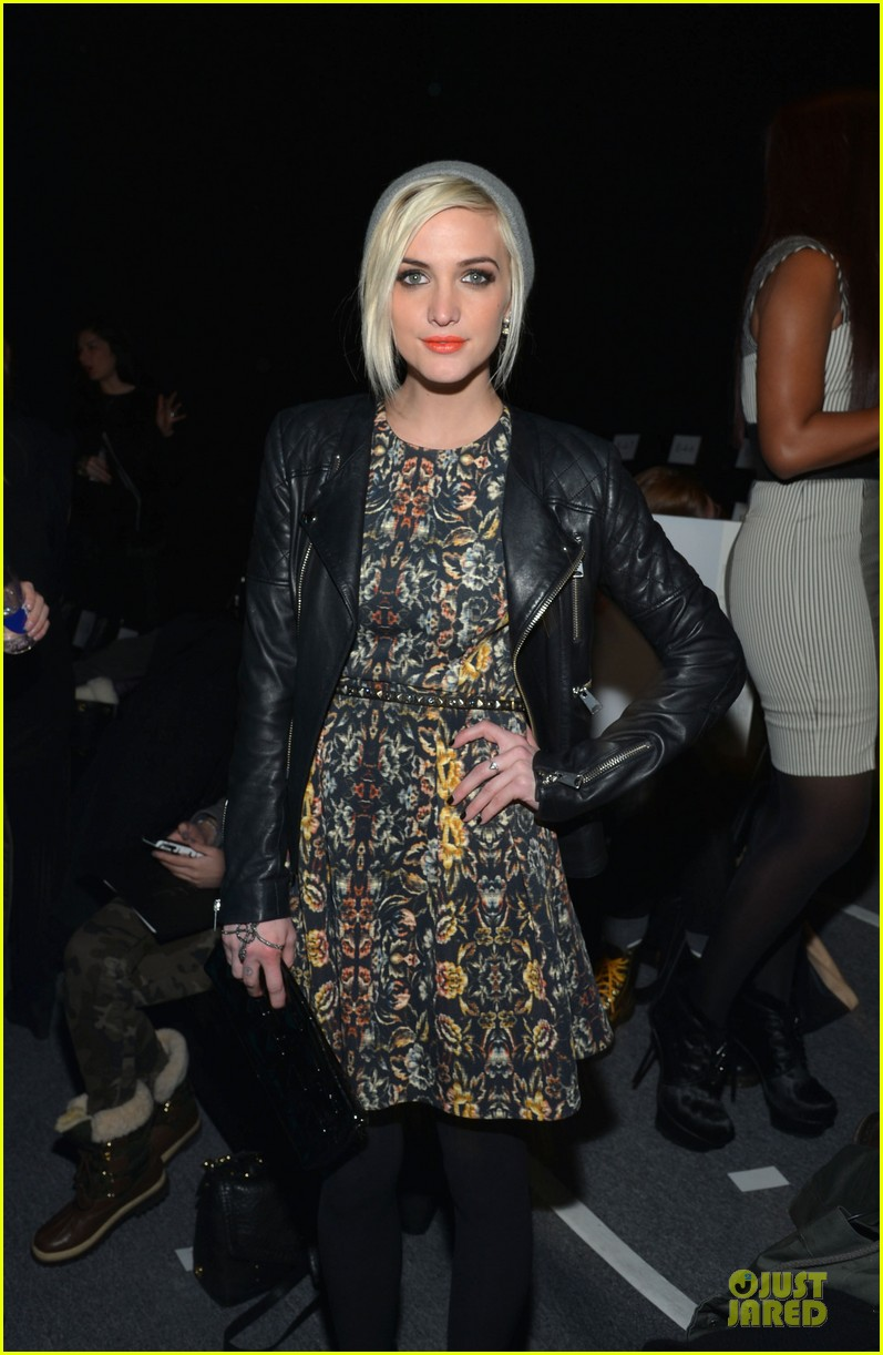 ashlee simpson nicole miller fashion show 04