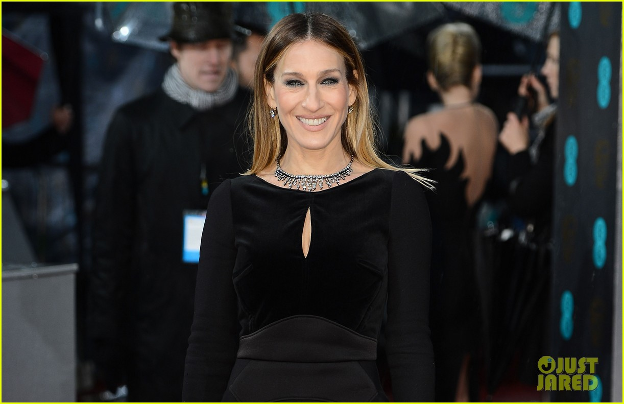 sarah jessica parker baftas 2013 red carpet 04