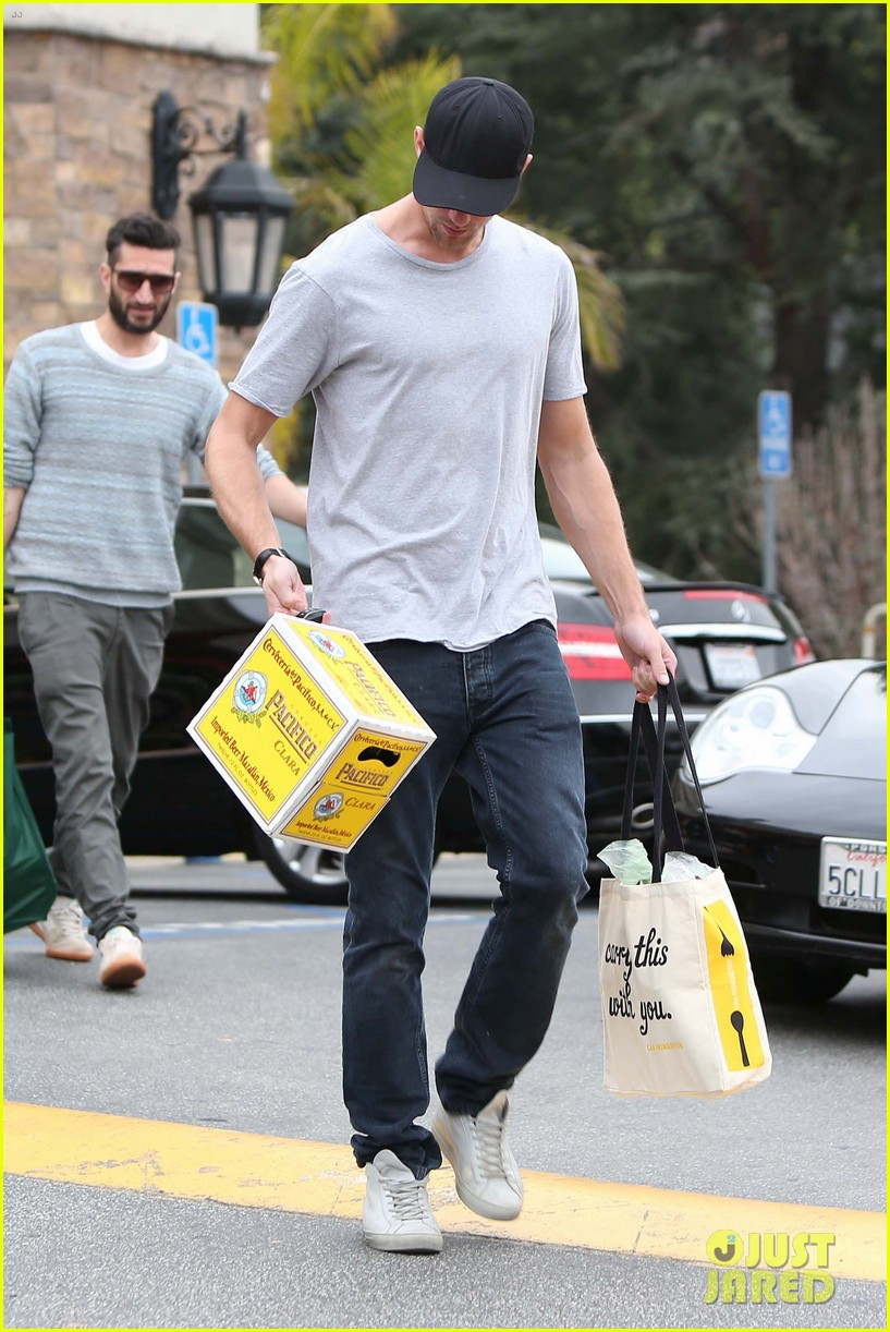 alexander skarsgard pre super bowl beer run 05