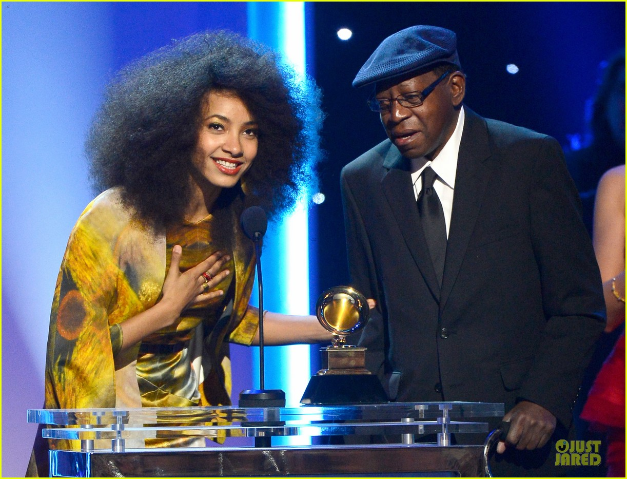 esperanza spalding grammys 2013 red carpet 07