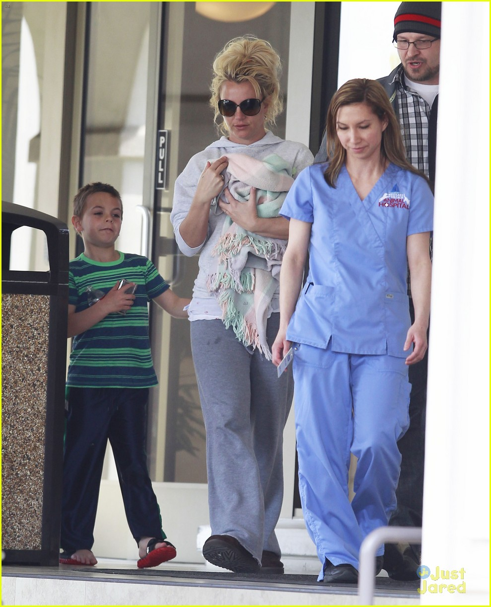 britney spears animal hospital with hannah and the boys 05