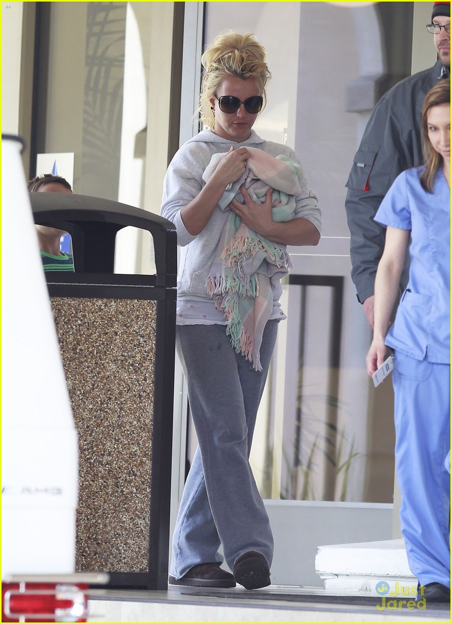 britney spears animal hospital with hannah and the boys 18