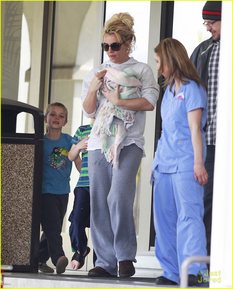 britney spears animal hospital with hannah and the boys 20