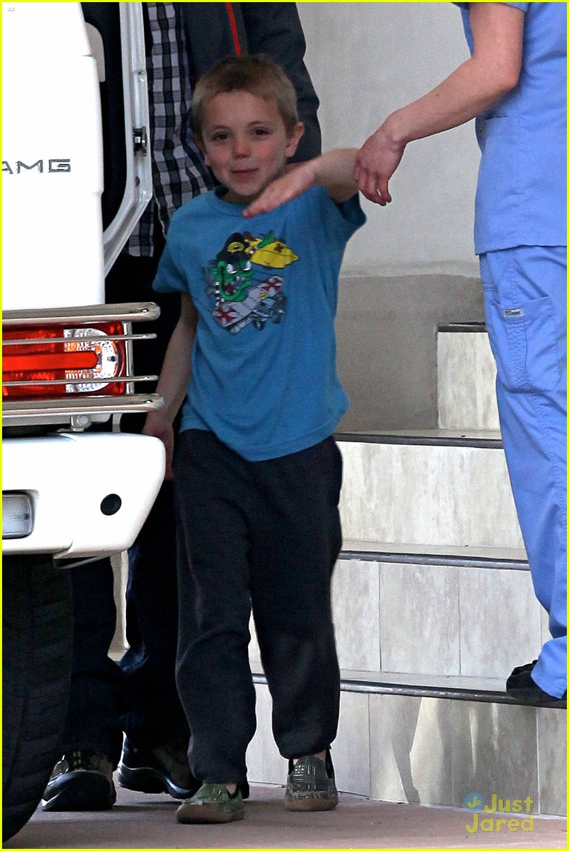 britney spears animal hospital with hannah and the boys 24
