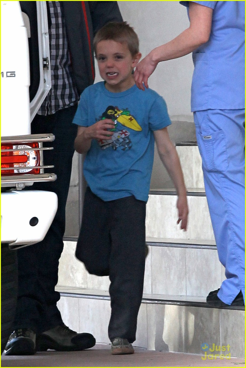britney spears animal hospital with hannah and the boys 28