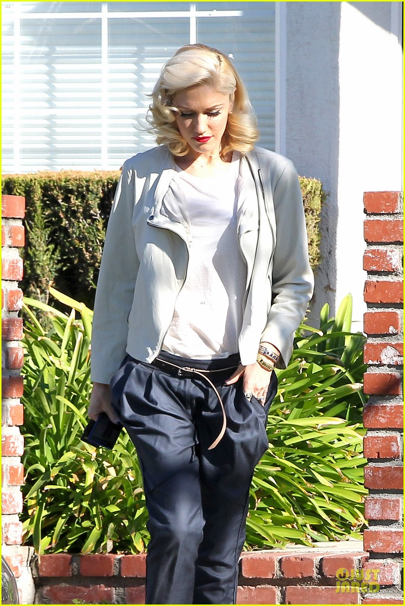 gwen stefani gavin rossdale scootering with the boys 02