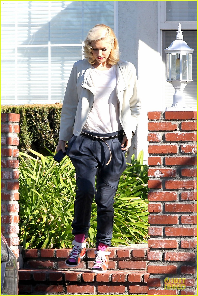 gwen stefani gavin rossdale scootering with the boys 10