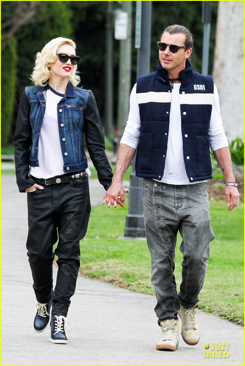 gwen stefani gavin rossdale scootering with the boys 25
