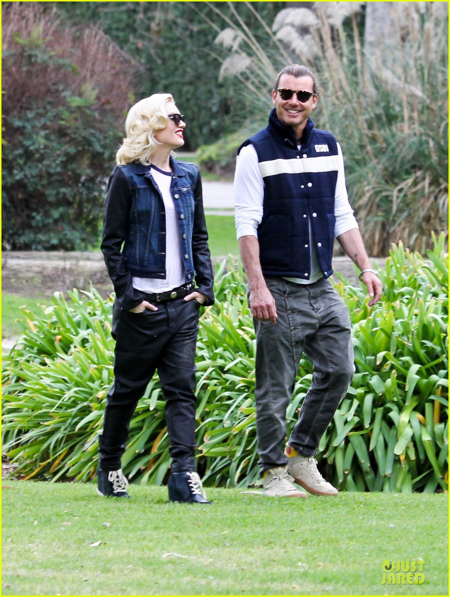 gwen stefani gavin rossdale scootering with the boys 272804929
