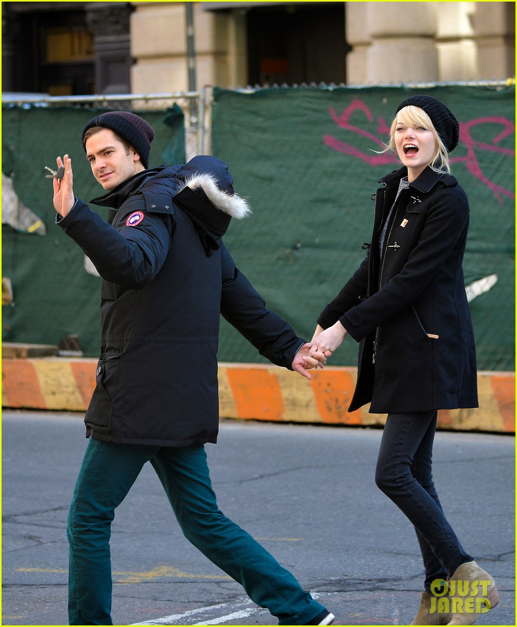 emma stone andrew garfield holding hands after breakfast 05
