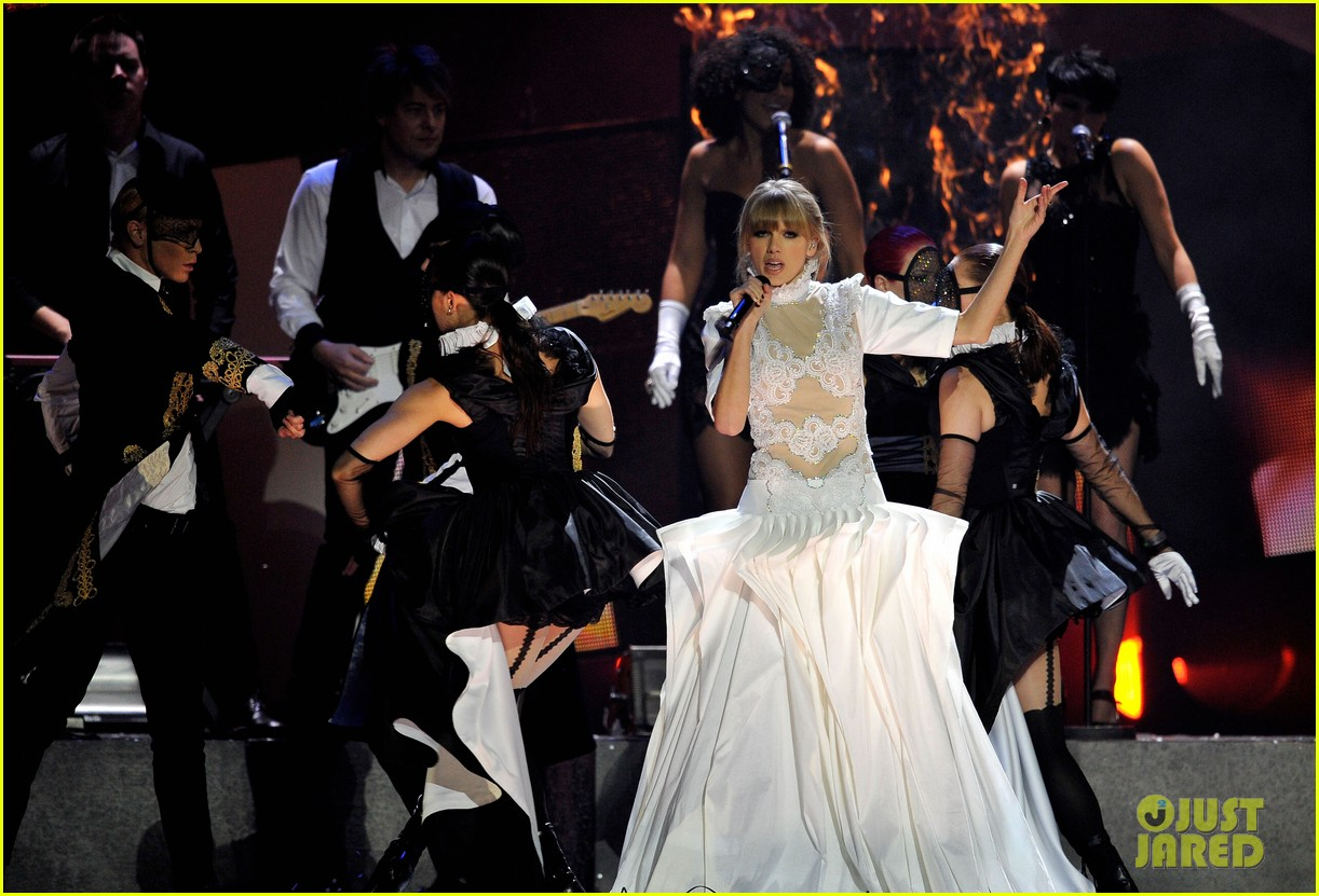 taylor swift brit awards 2013 performance watch now 10