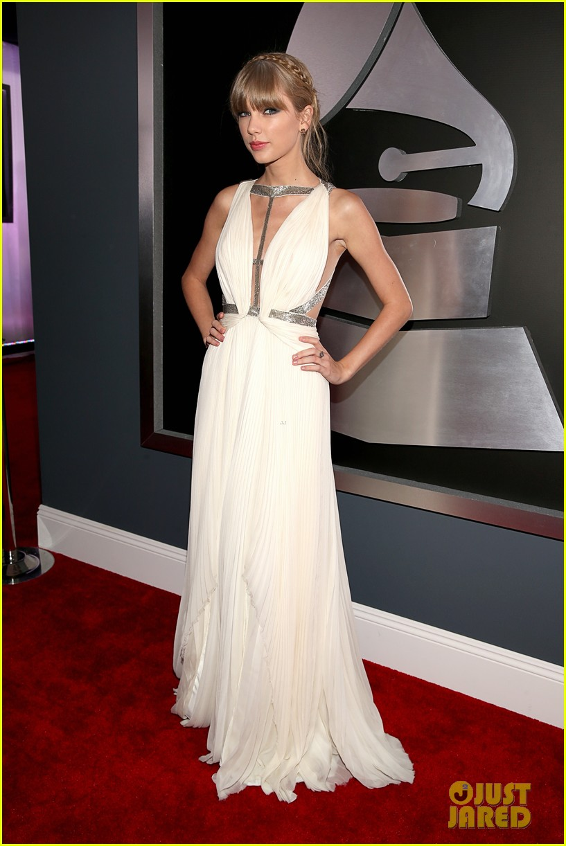 taylor swift grammys 2013 red carpet 01