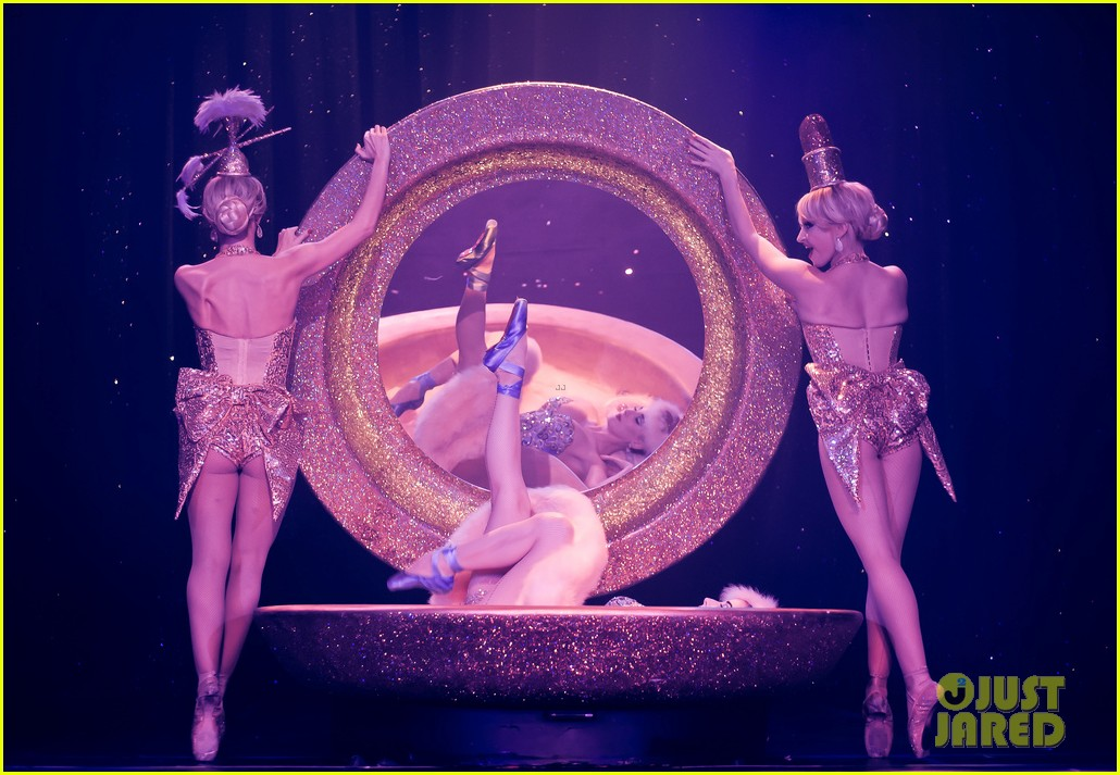 dita von teese strip strip hooray show photos exclusive 04