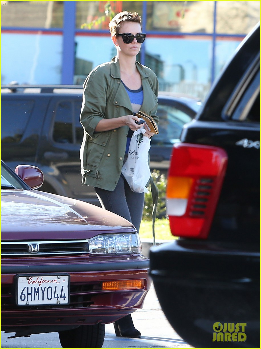 charlize theron bristol farms shopper 022810527
