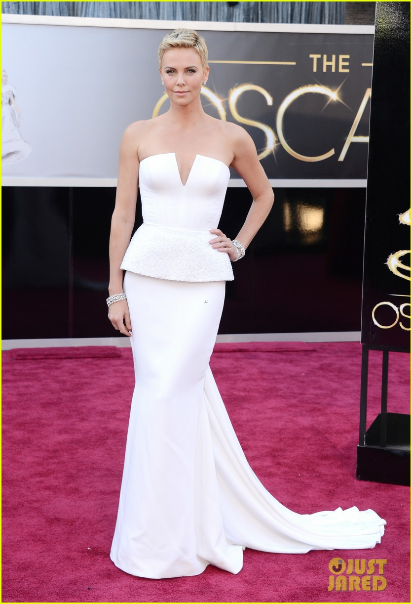 charlize theron oscars 2013 red carpet 032819086