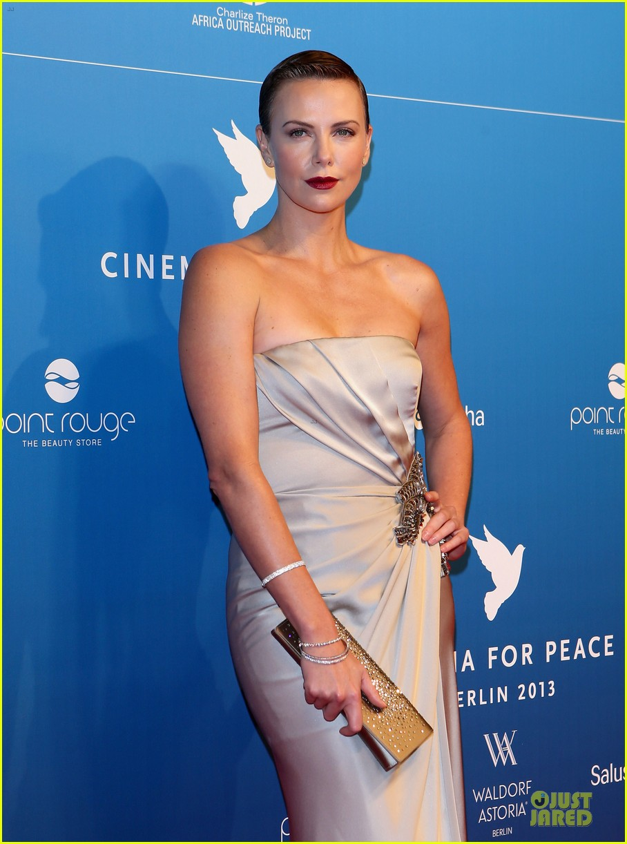 charlize theron cinema for peace gala 022808010