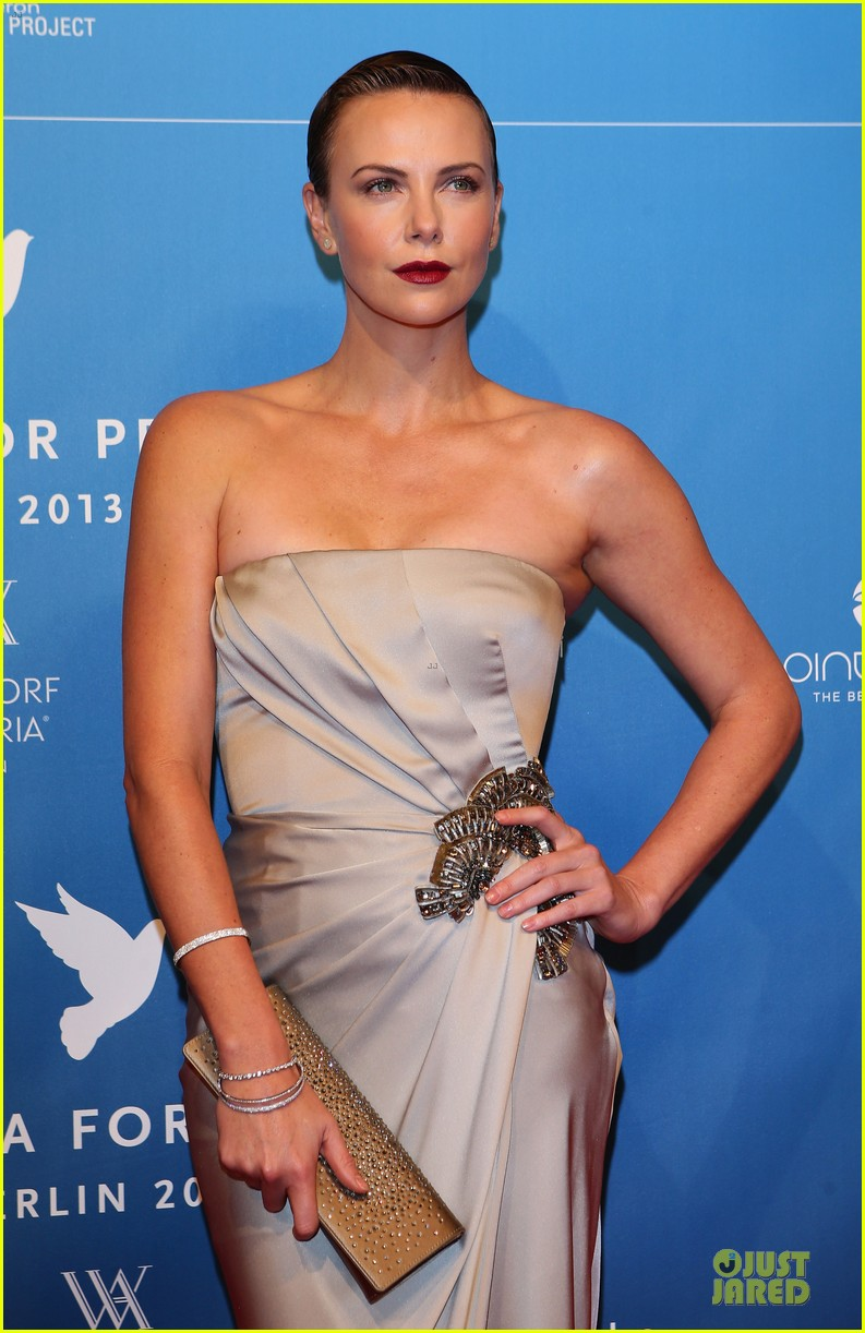 charlize theron cinema for peace gala 092808017