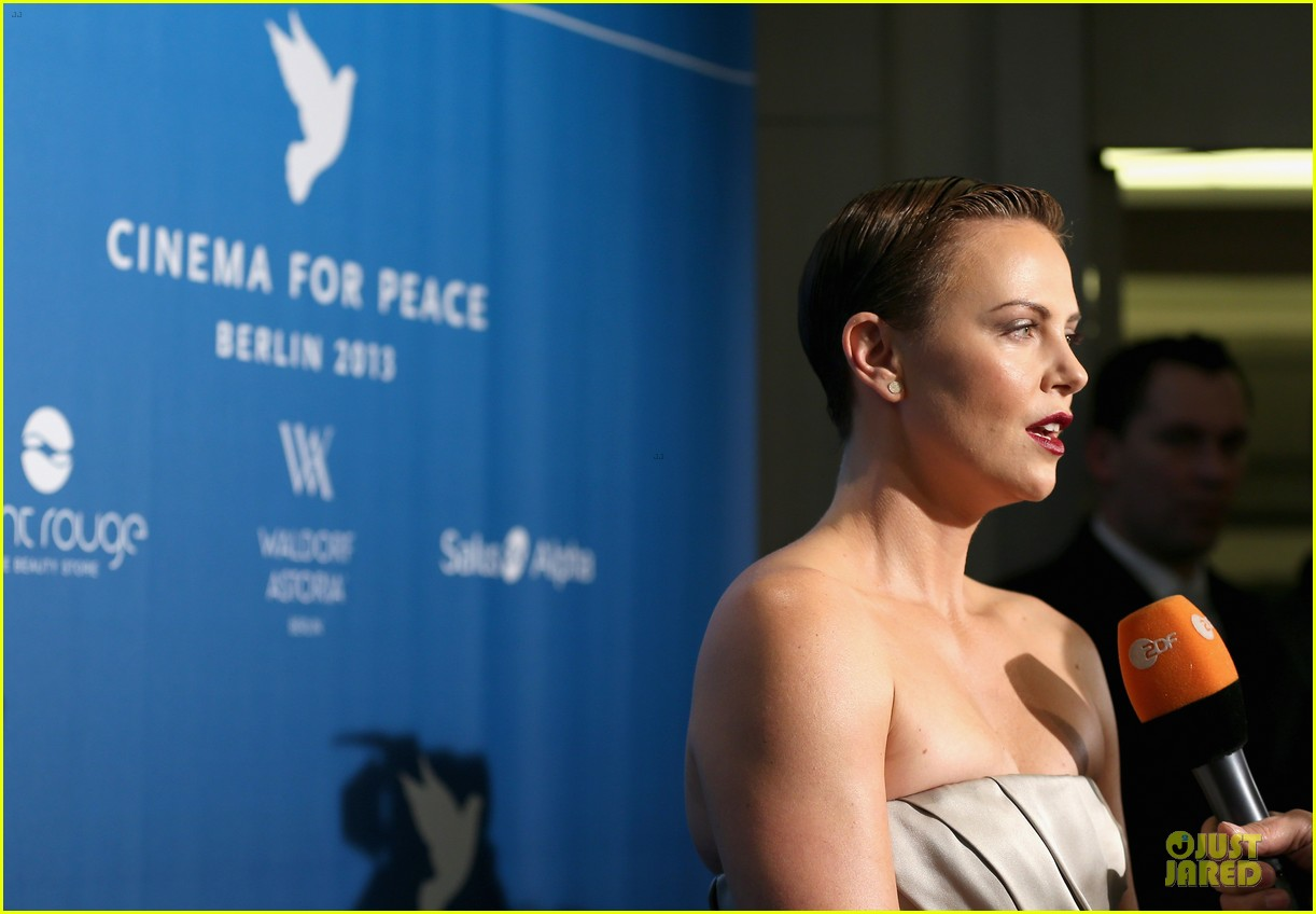 charlize theron cinema for peace gala 12