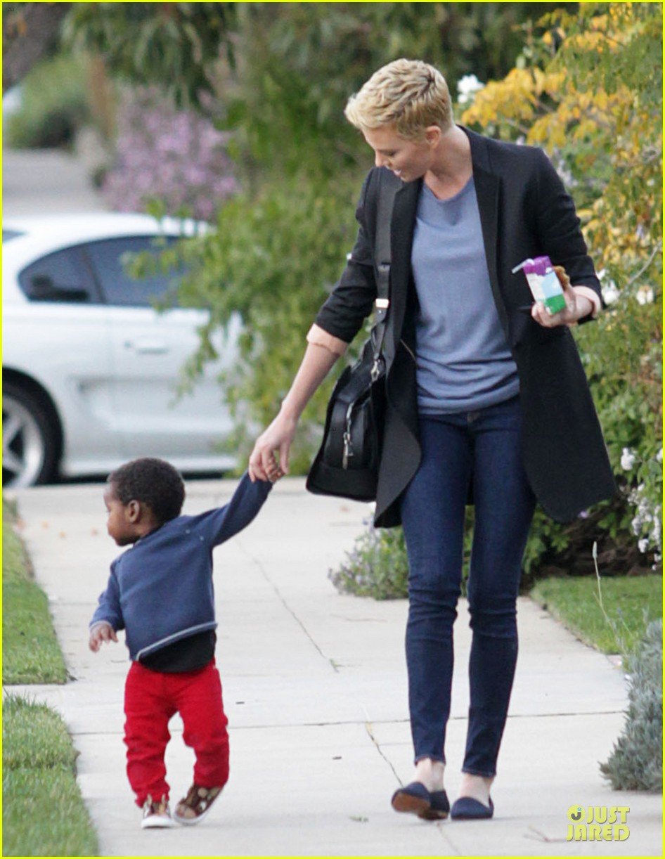 charlize theron playdate with jackson 012817716