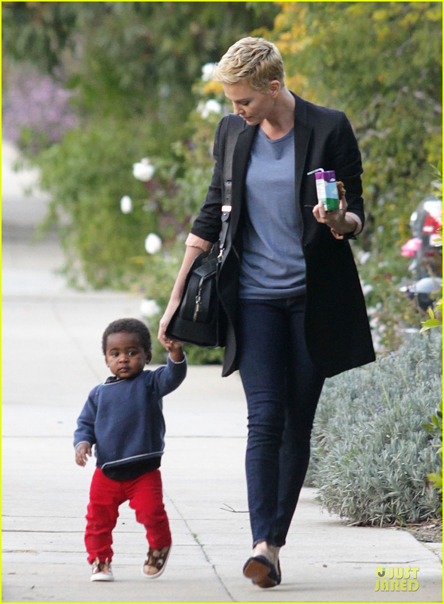 charlize theron playdate with jackson 08