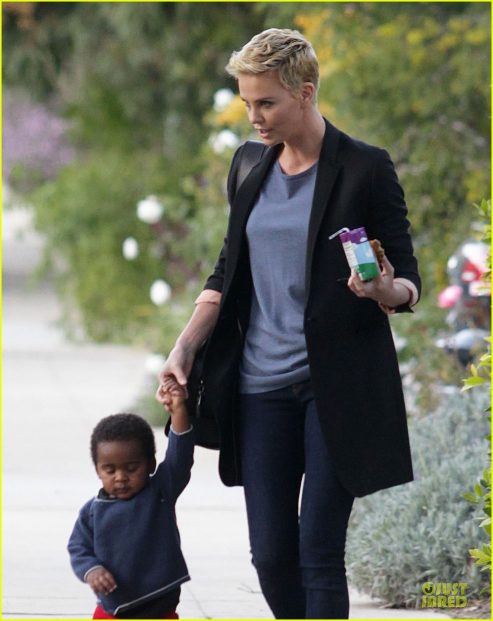 charlize theron playdate with jackson 112817726