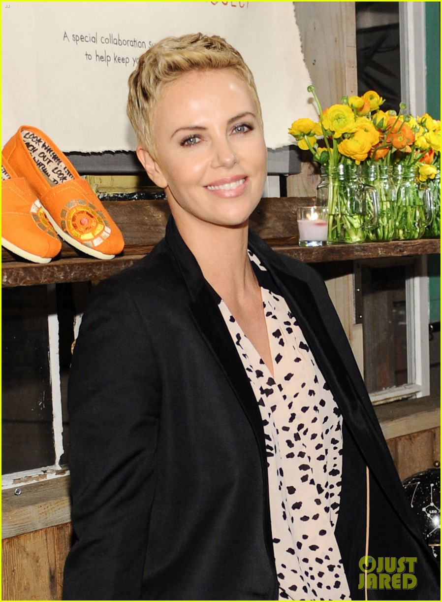 charlize theron africa outreach project toms celebration 04