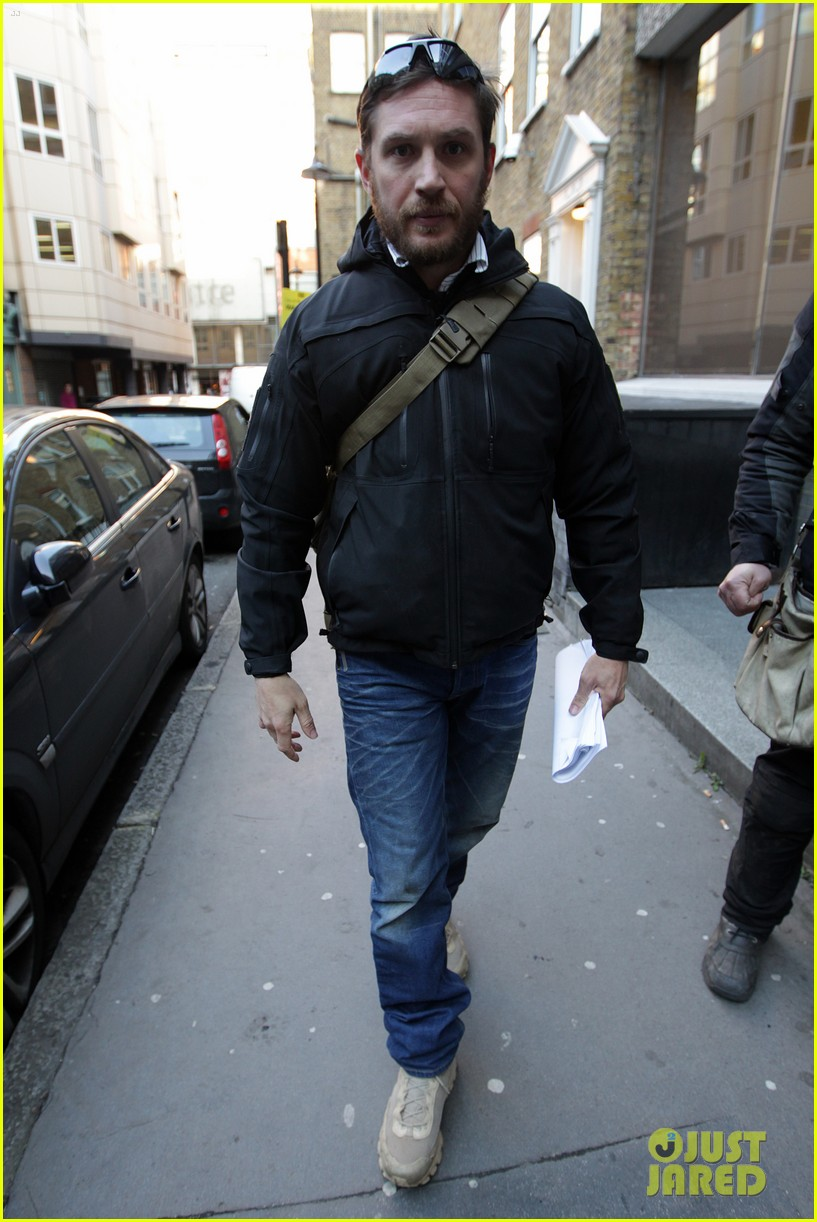 http://cdn03.cdn.justjared.com/wp-content/uploads/2013/02/tom-meeting/tom-hardy-london-meeting-man-03.jpg