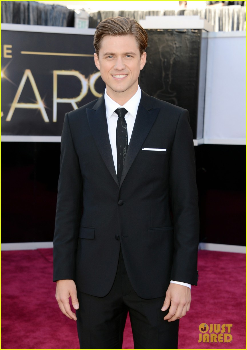 aaron tveit oscars 2013 red carpet 032819041