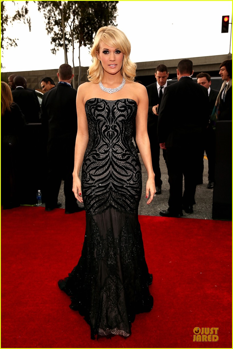 carrie underwood grammys 2013 red carpet 082809183