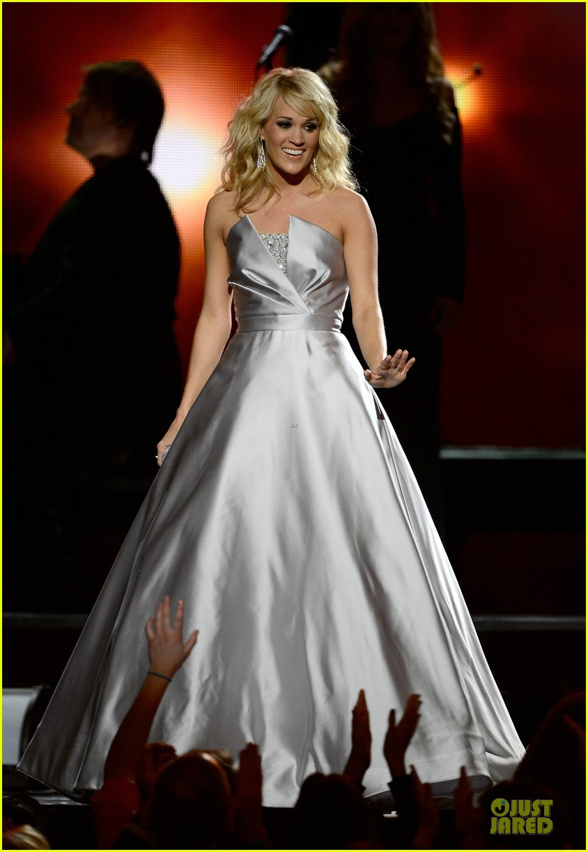 carrie underwood hunter haynes grammys 2013 performance watch now 02
