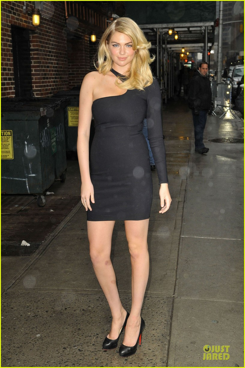 kate upton chrissy teigen si swimsuit models at letterman 03