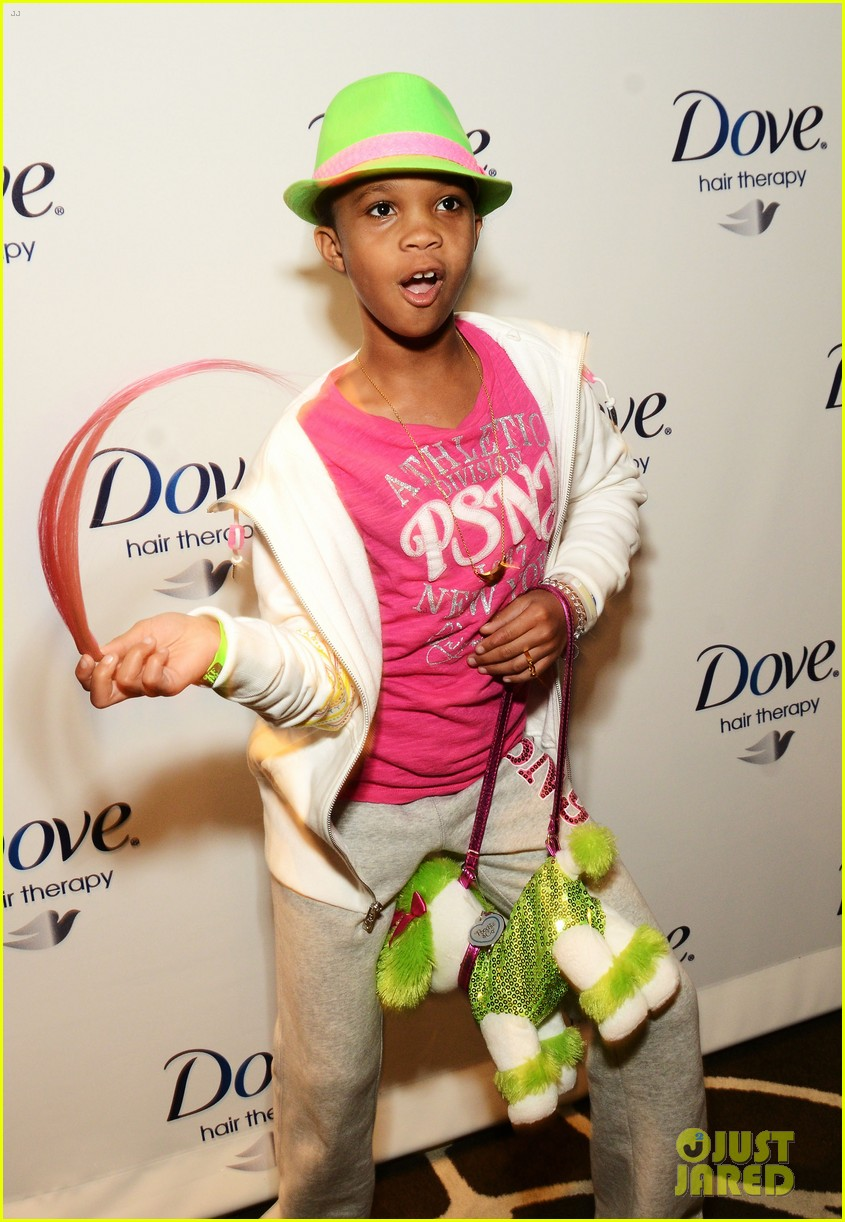 quvenzhane wallis puppy purse at pre oscars 2013 events 03