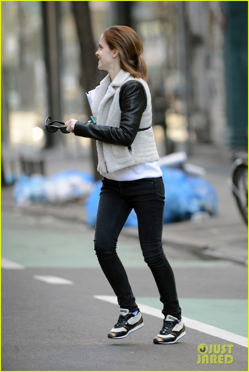 emma watson has iphone woes admits to too much multitasking 05