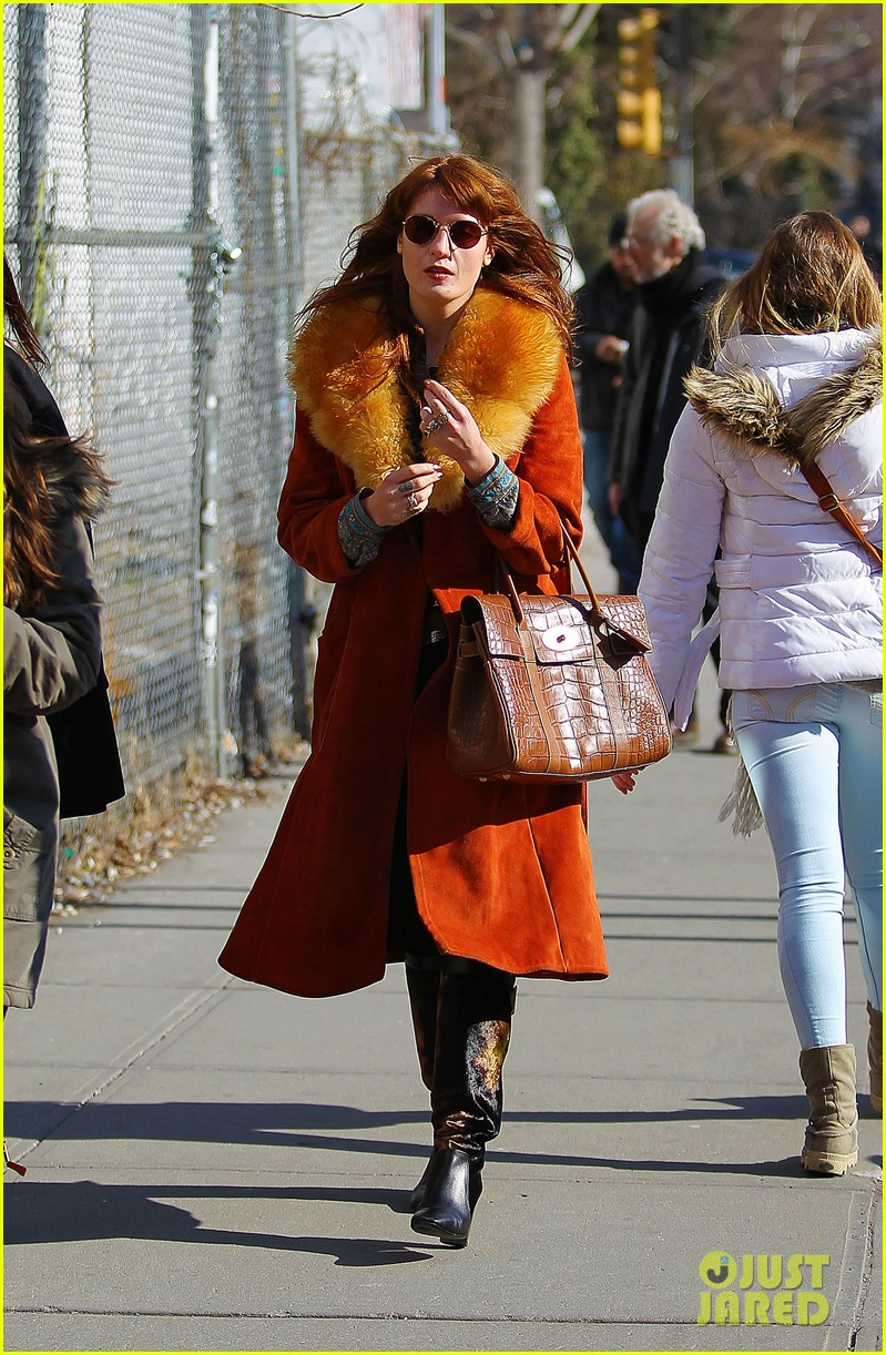 florence welch valentines day stroll with mystery man 14