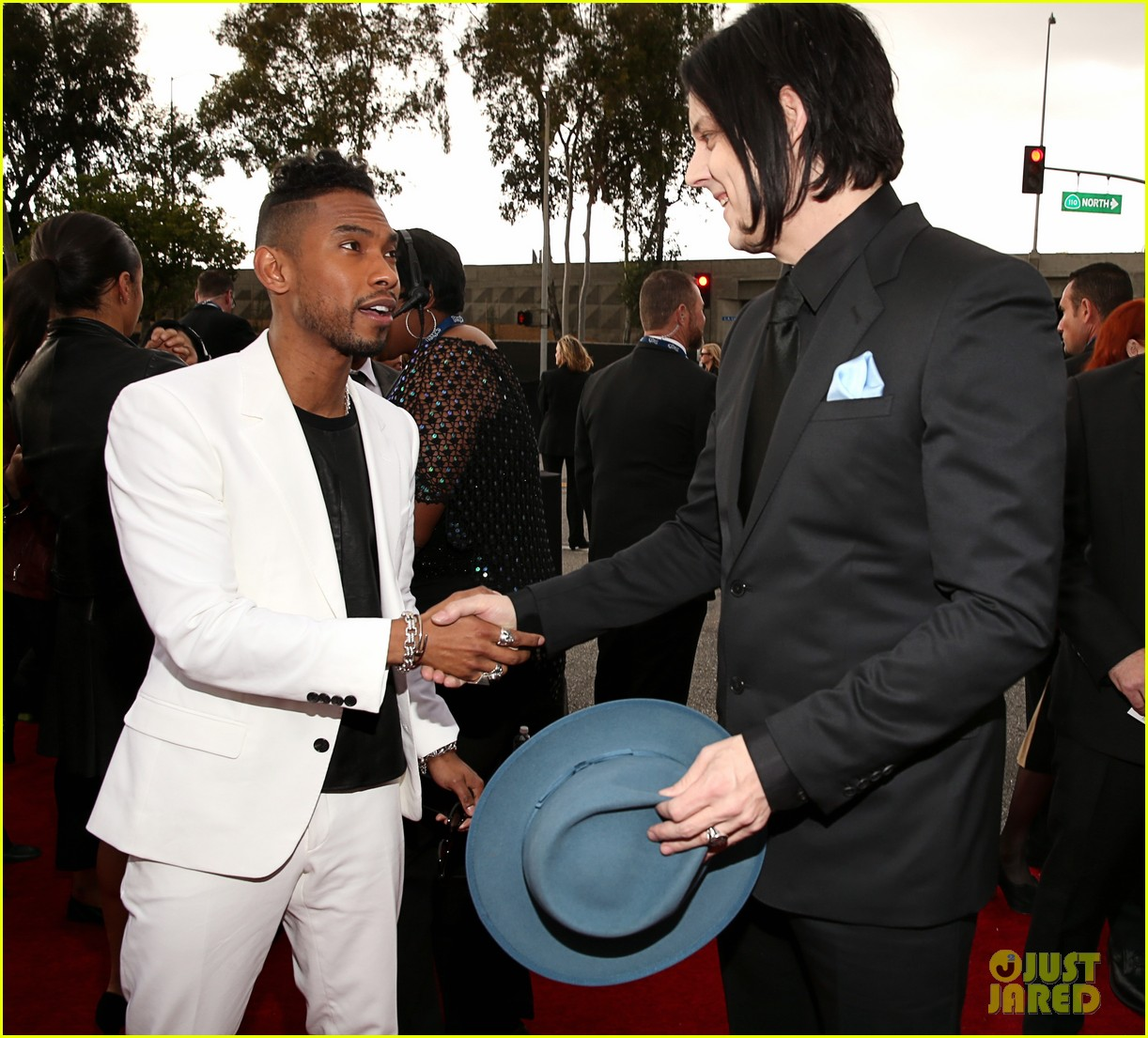 jack white grammys 2013 red carpet 03