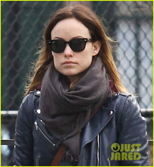 olivia wilde jason sudeikis big apple dog walk 02