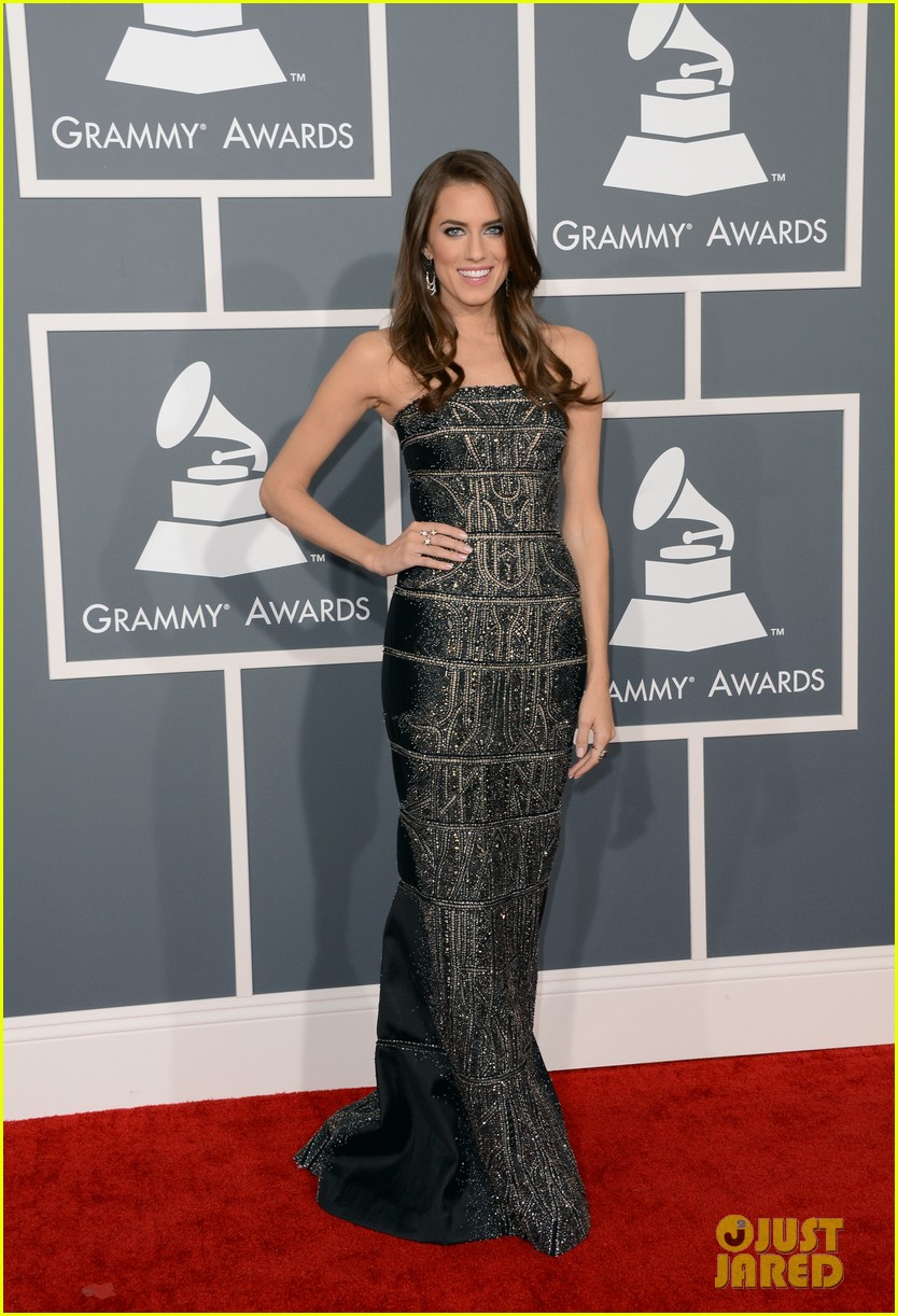 allison williams grammys 2013 red carpet 032809372